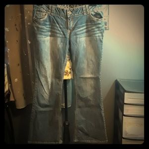 🎅Juniors Mudd flare jeans